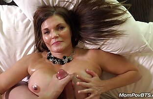 Sexy ama de casa solitaria volviéndose loca porno chacha latina