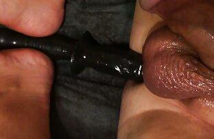 Pequeña Teenie Girl spritzt peliculas de porno español latino so geil ab